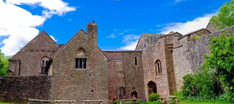 Dates of the top 15 family friendly festivals 2017 mini for Stay in a haunted castle in scotland