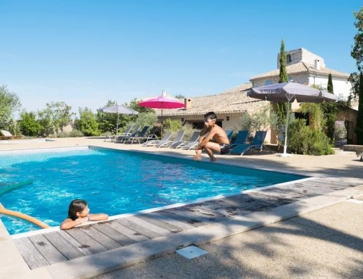 Spending Less on Toys and More on Family Holidays www.minitravellers.co.uk