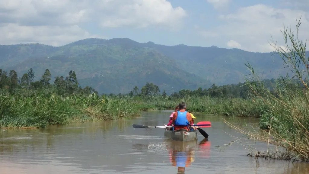 Canoeing in Rwanda on the Mukungwa River with Kids www.minitravellers.co.uk