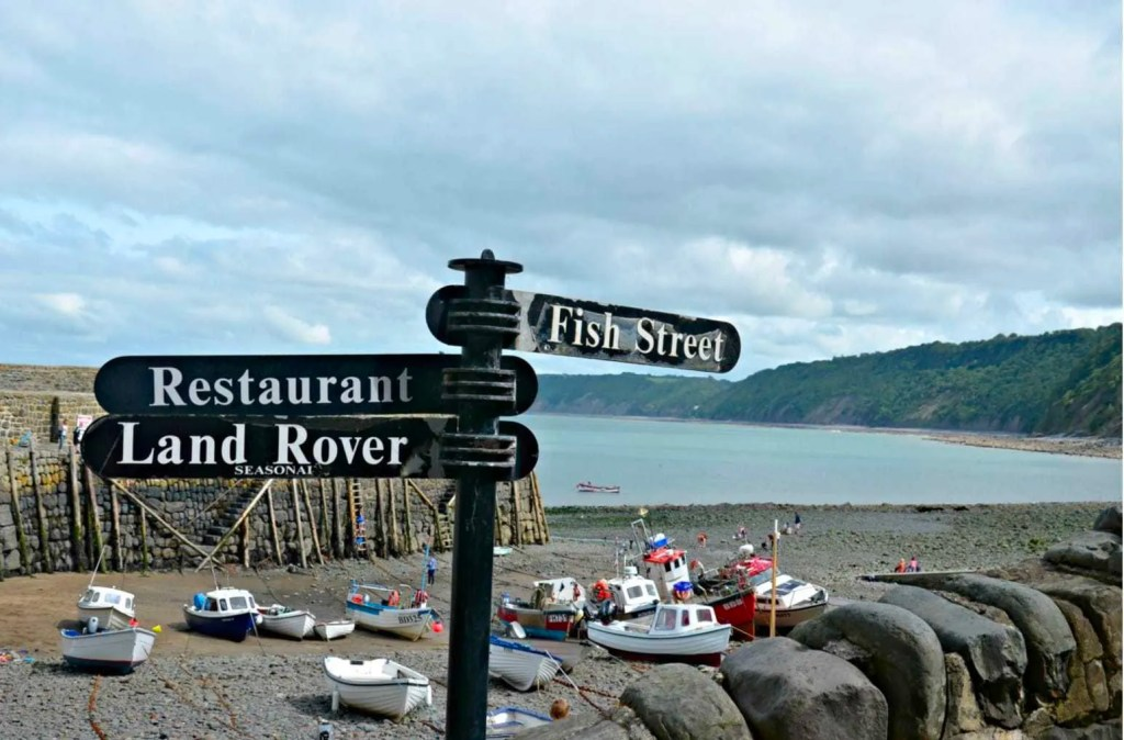 http://notmyyearoff.com/2017/09/the-picturesque-fishing-village-of-clovelly-north-devon/