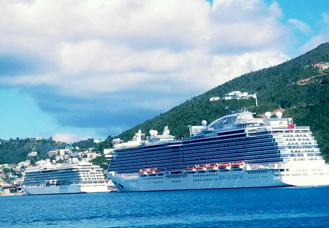 30618 st thomas cruise ships