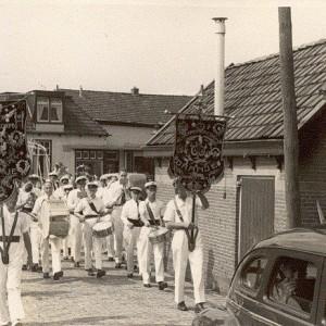 Piet Kooiker met grote trom in 1954