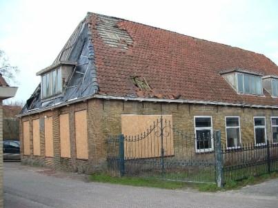 Voormalig armhuis in Tzummarum waar na 1957 confectiebedrijf Engel was gevestigd (www.oudtzummarum.nl)