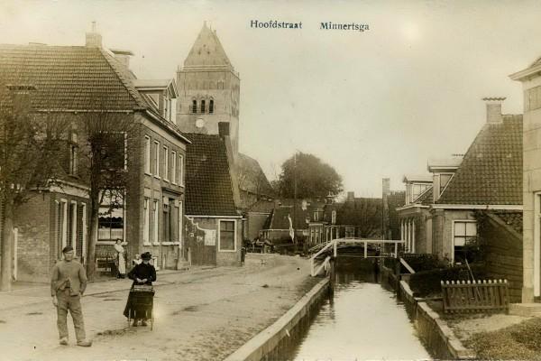 Derde pand links de bakkerij van Berend de Vries