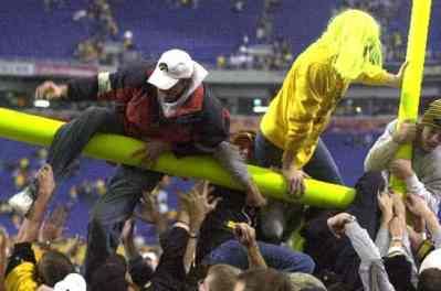 Remember That Time Iowa Fans Tore Down the Metrodome Goalposts?
