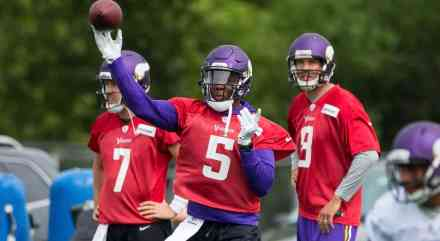 Mike Zimmer Expects Sam Bradford to Play Again in 2017