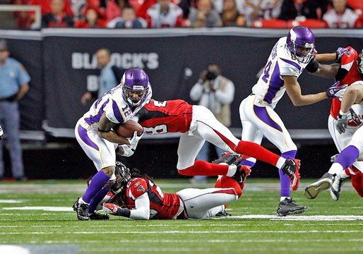 Percy Harvin eludes Atlanta Falcons defenders