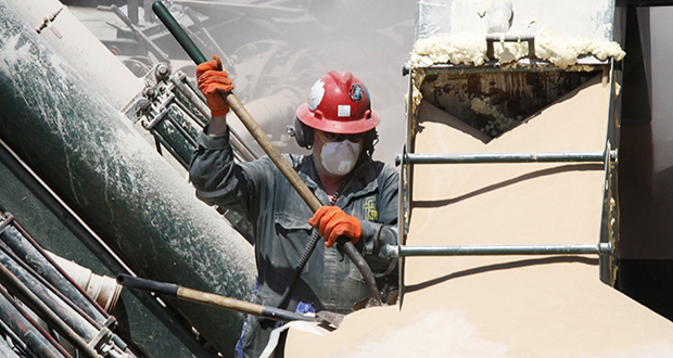 A worker shovels the powder used to make a mixture with water used in the hydraulic fracturing process in the Marcellus Shale layer to release natural gas at a Range Resources site where the process was underway in Claysville, Pennsylvania. (AP file photo)