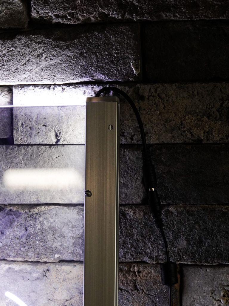 아크릴 LED 간판 전원부. 아답터방식, 보조배터리형식, 5V USB 방식등 원하시는 방식으로 가능합니다.