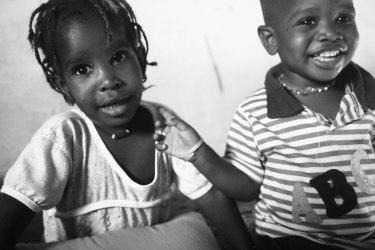 Barn är fantastiska över hela världen och ett bevis på att vi alla är likadant, oavsett hudfärg och födelseplats.