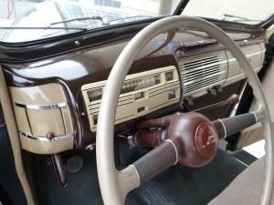 1940 Ford V-8 int