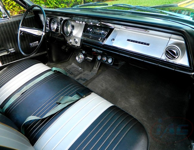 64 Buick Wildcat int