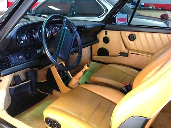 88 Porsche 911 Cab int