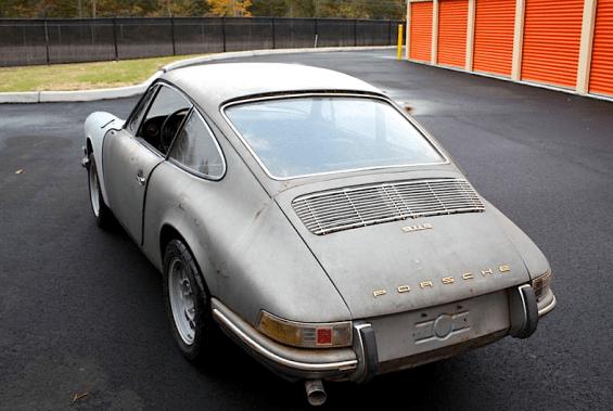 65 Porsche 911 rear