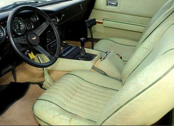 76 Aston Martin int