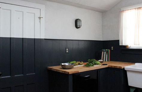 Cozinha fantástica com paredes de duas cores