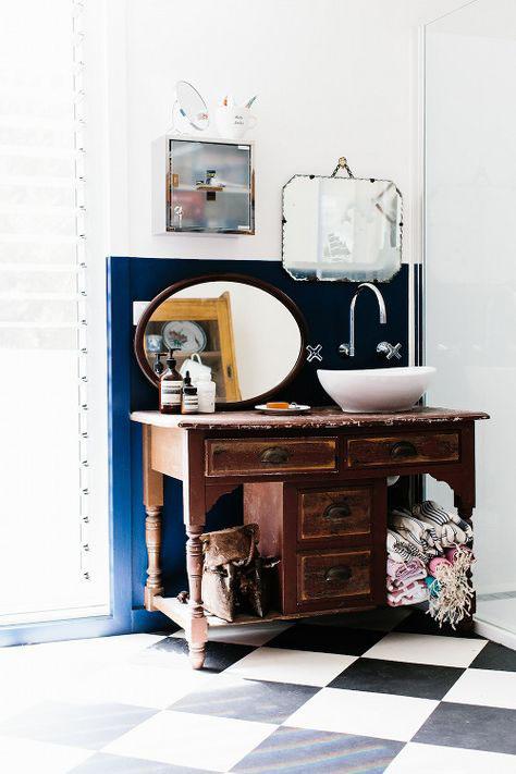 Casa de Banho com paredes fantásticas a duas cores
