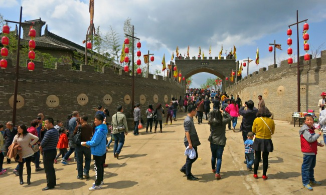 China: Locals (and us) flocking to a Chinese village during QingMing Festival. #XianScenes