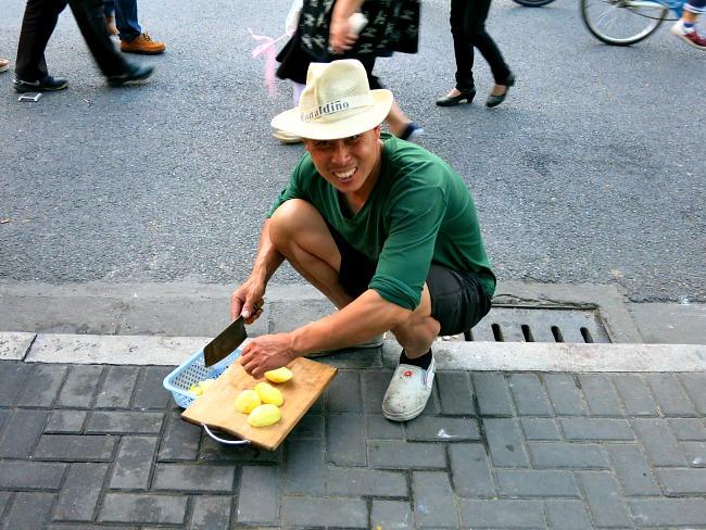 China: Just making dinner #streettalk #HangzhouScenes