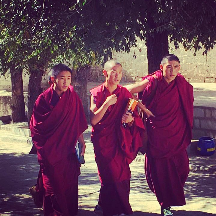 monks-jokhang-monastery
