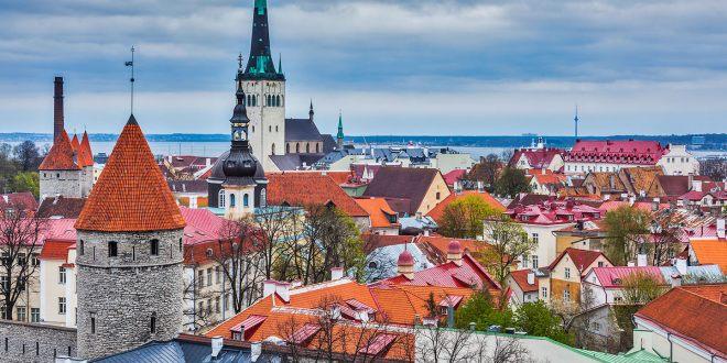 tallinn medieval old town estonia 4HUDPCG