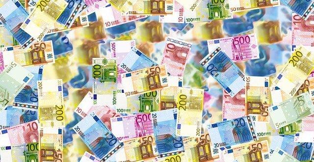 money gdef6d5939 640