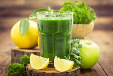Cum se prepara corect un suc verde