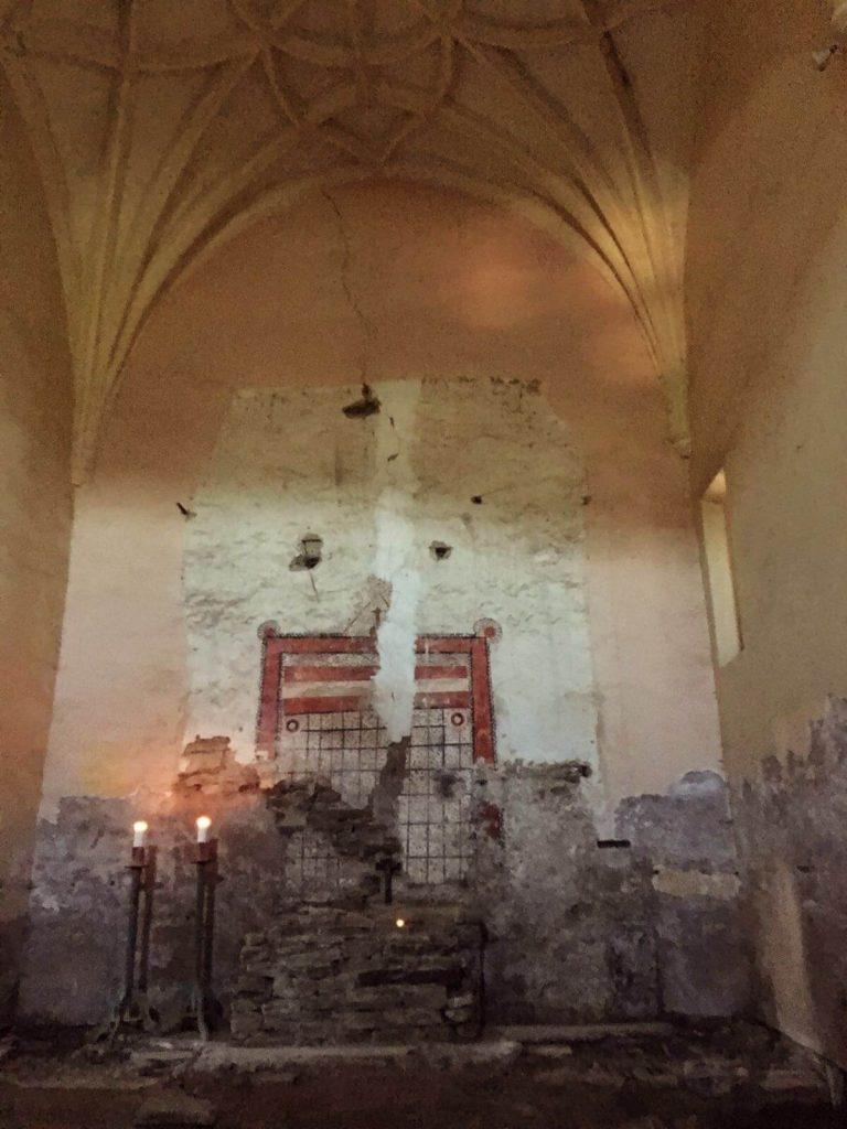 Altarul păgân datând din sec XII descoperit în urma furtului altarului creștin baroc datând sec XVII
