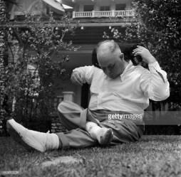 Jean Renoir sur le tournage de French Cancan, en 1954.