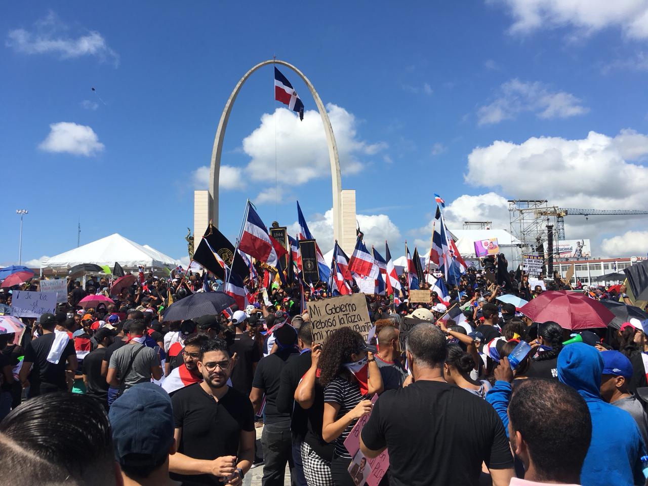 Jóvenes que protestan en Plaza de la Bandera se reúnen para redefinir estrategias