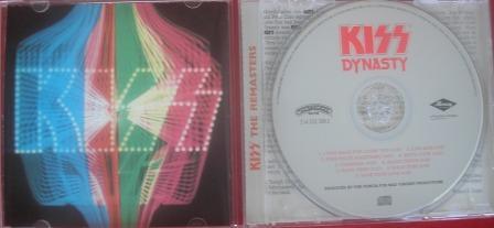 Na contracapa do cd remaster a preocupação em aproximar a banda ao estilo Disco (em moda na época)