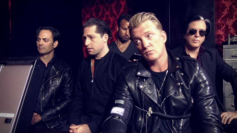 Queens Of The Stone Age toca clássico do Gorillaz em show