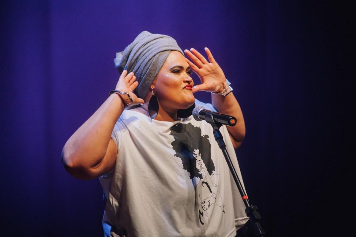 Pioneira do rap nacional, Vera Verônika lança clipe em homenagem às mulheres negras