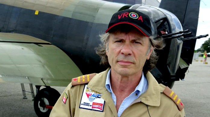 Bruce Dickinson capitão honorário