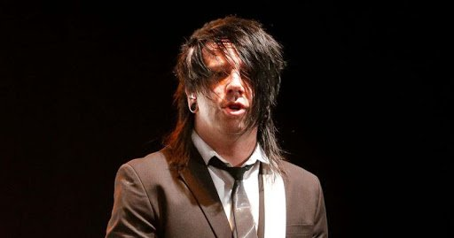 Derek Jones, guitarrista do Falling In Reverse, morre aos 35 anos