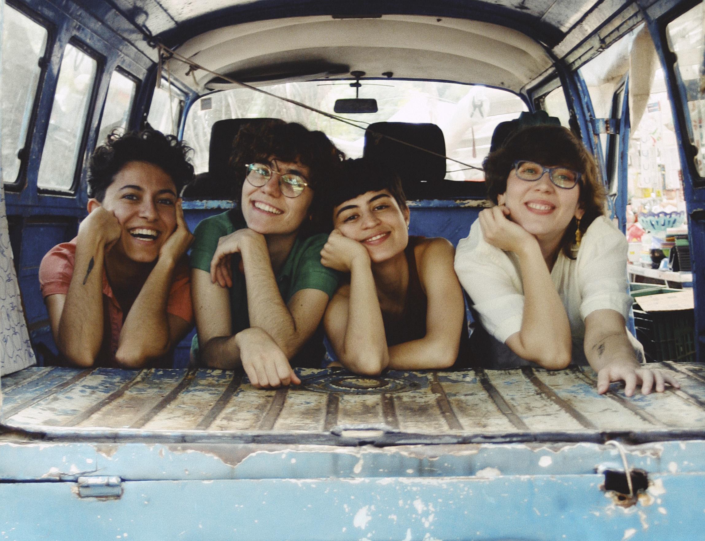 """EXCLUSIVO: conheça o indie nostálgico de Crime Caqui e seu novo single """"Your Forehead"""""""