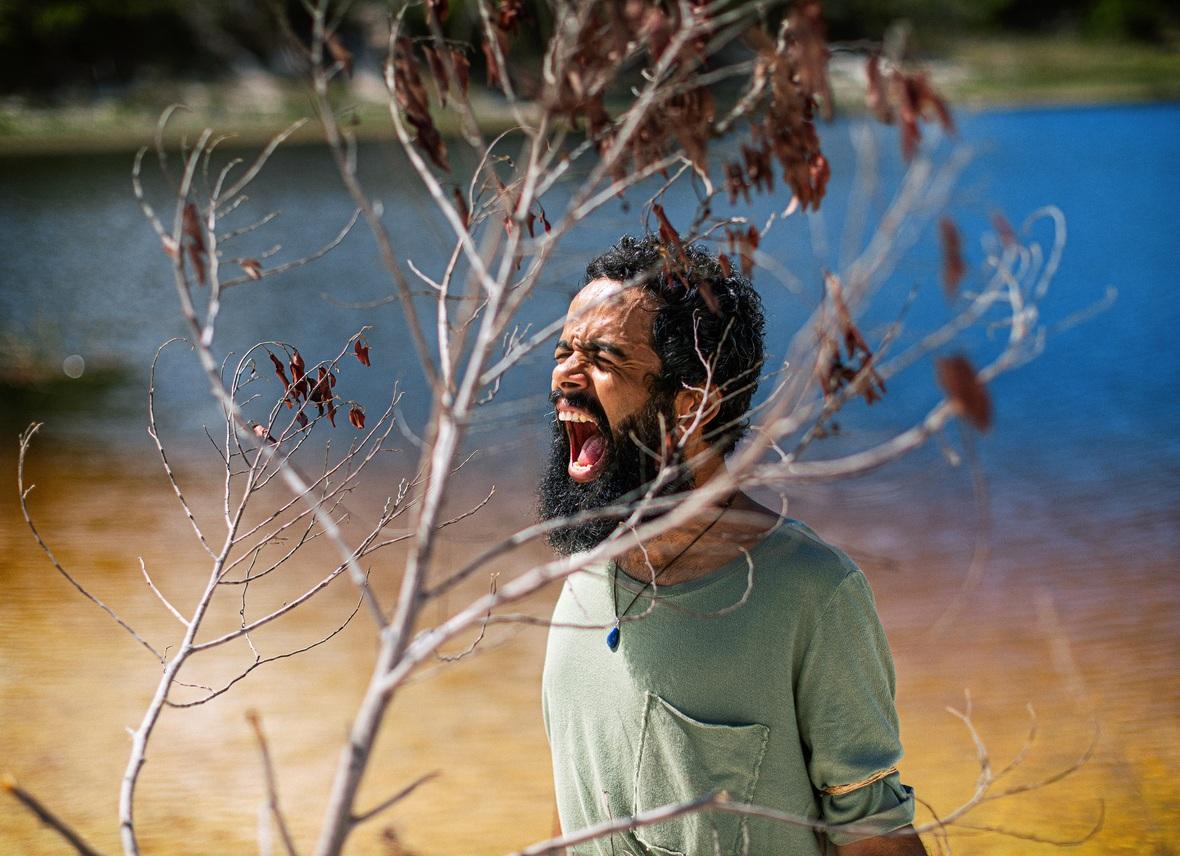 """Julio Andrade do The Baggios experimenta carreira solo, ouça """"Nuvens Negras"""""""
