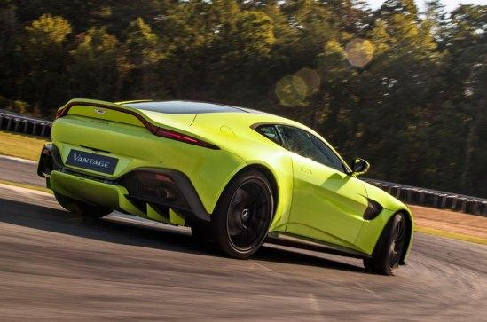 Aston-Martin-Vantage-221117-06
