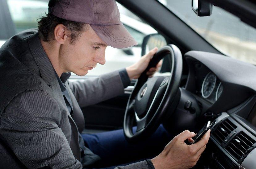 Uso de celulares al volante