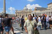 El reconocido actor peruano ya se encuentra en Roma.