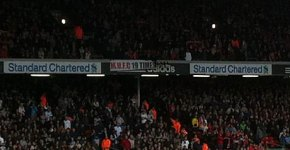 Banner Manchester United pe Anfield