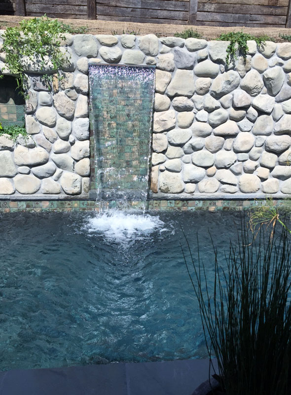 The Benefits of Hiring a Custom Pool Design Builder in Pacific Palisades