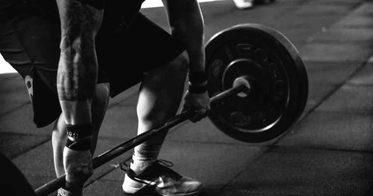 9 Ways To Prevent Elbow Injuries Caused By Weight Lifting