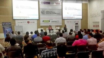 EXPO Mipyme Digital Caribe, septiembre 2013. Moderando el Panel Comercio electrónico, kit de herramientas para vender en Colombia y el mundo.