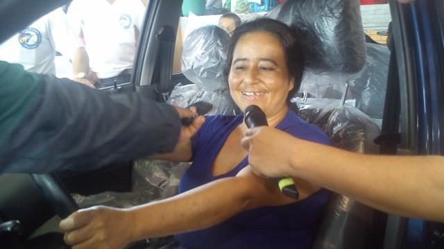 Carmen Alicia Muñoz, la felicidad de la ganadora del carro