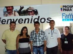 El Secretario de gobierno Sandro Rosero con miembros de DPS y la corporación Cooprogreso en el salón comunal del barrio 9 de Abril de la Dorada.