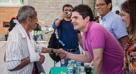 Con el programa de titulación de bienes fiscales, 127.365 hogares colombianos han legalizado sus predios. Foto: Archivo MVCT