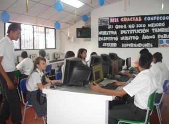 Obras de mejoramiento de salas de computo en escuelas de Villavicencio realizadas con recursos de la cooperativas de la ciudad. Foto: Archivo