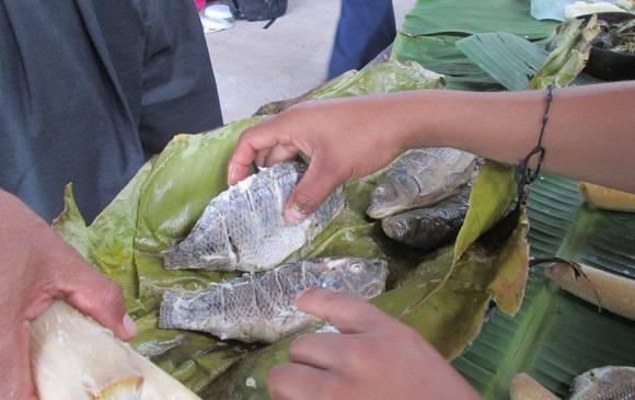 1.Cocinar en hojas de bijao es una tradición de la cultura Awajun (Perú) que se comparte en redes. 2 -3. Con piezas didácticas se difunde la lengua del pueblo mapuche (Chile). 4.Rodrigo Pérez realiza videos en zapoteca disste (México). 5. Tres semana duró Renata Flores grabando un audio en quechua (Perú).  1.Cocinar en hojas de bijao es una tradición de la cultura Awajun (Perú) que se comparte en redes. 2 -3. Con piezas didácticas se difunde la lengua del pueblo mapuche (Chile). 4.Rodrigo Pérez realiza videos en zapoteca disste (México). 5. Tres semana duró Renata Flores grabando un audio en quechua (Perú).