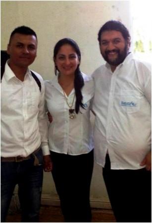 Jimmy con los profesores Heidy y Ricardo